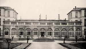 24 - Hospital Necker, París